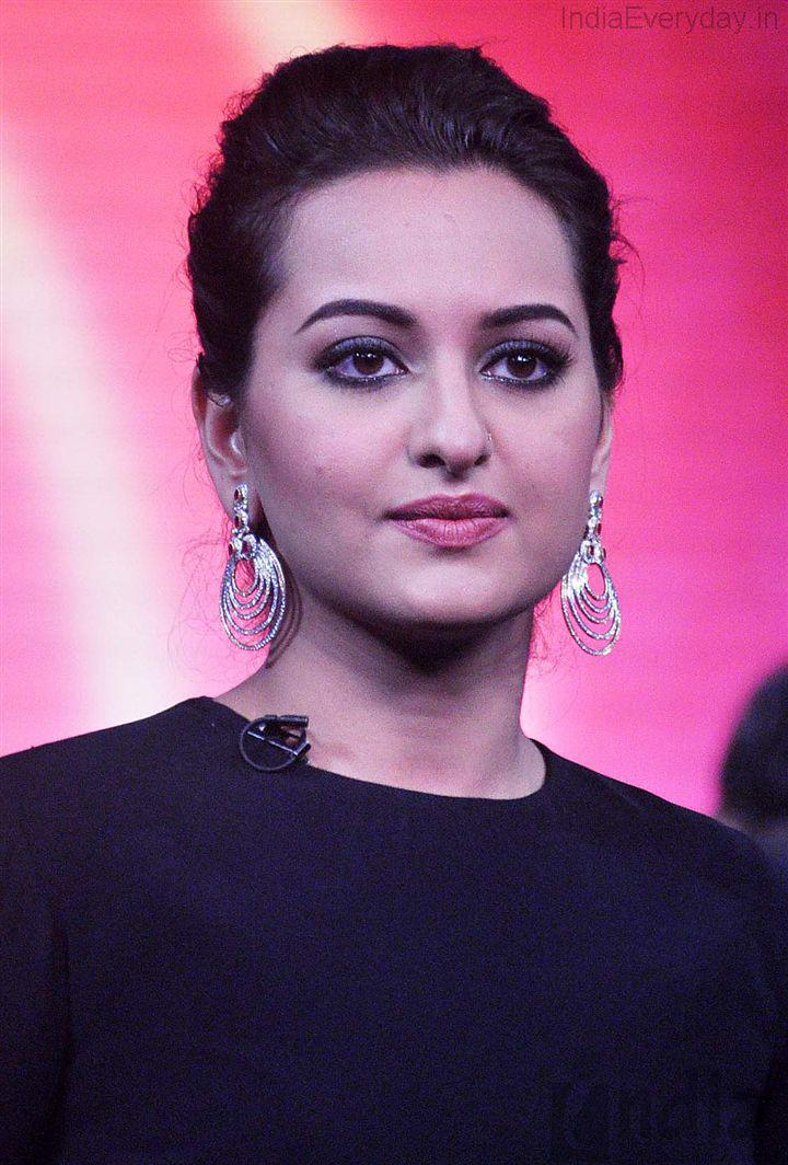 Bollywood Bindass girl Sonakshi Sinha said at an event, Its should have an equal Salary for women in all professions.