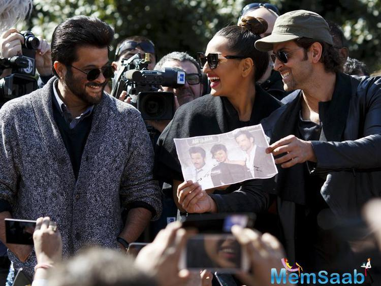 Anil, Sonakshi and Hrithik attend a flashmob Bollywood dance, they look at a photograph which a fan asked them to autograph as they take part in a flashmob in Madrid.