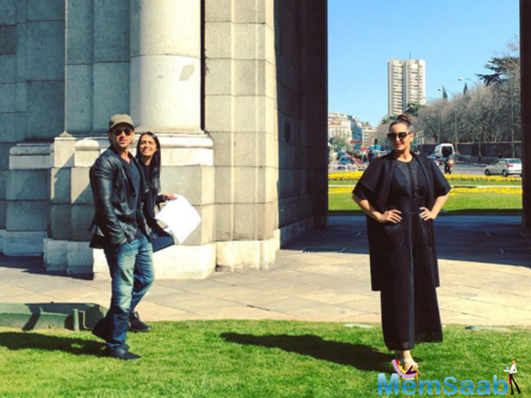 A classic shot, Sonakshi poses in Madrid and also Hrithik in it