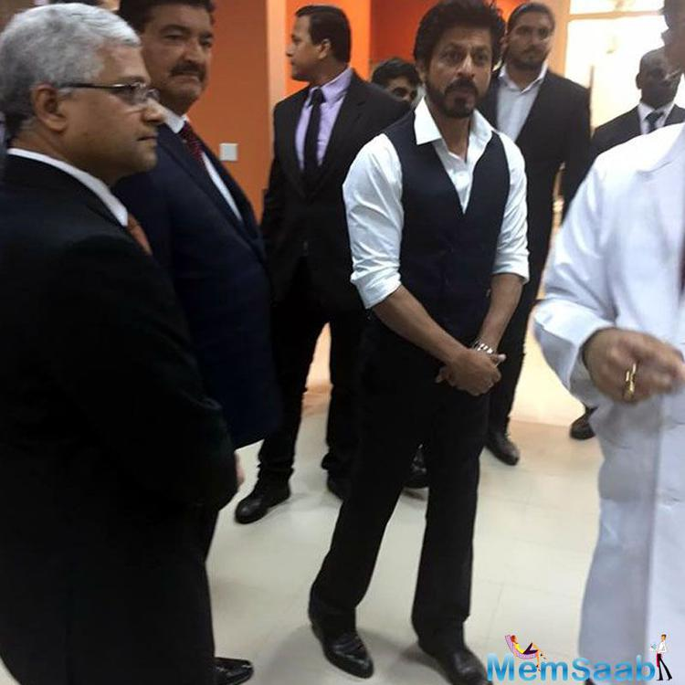 Shah Rukh Khan, who is in Abu Dhabi to join   an award show, dropped by a hospital in the city to pay the patients a surprise visit.