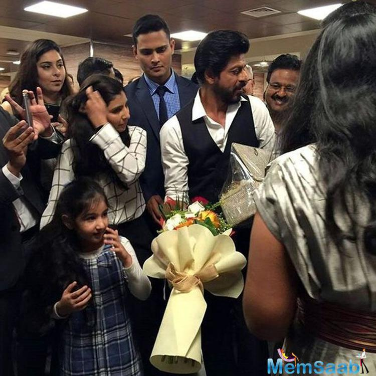 The star was greeted by a number of his fans at the hospital. Living up to his 'King of Hearts' tag