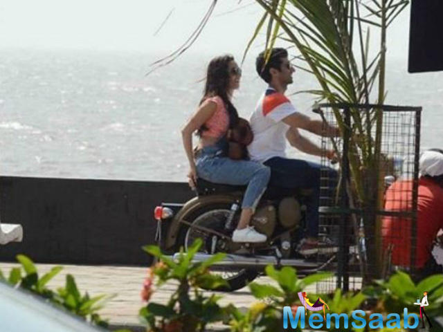 The love story revolves around the life of a young couple played by Shraddha and Aditya and their live-in relationship