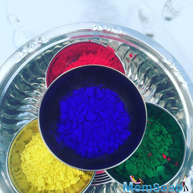Priyanka also shared a pictures of her crew members and a thaali filled with colours