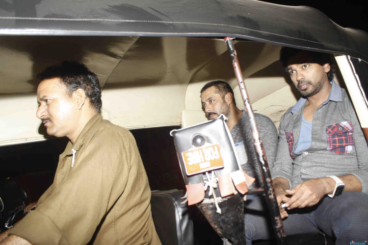 Salman Khan also hopped into a three-wheeler. Salman was spotted with his family at a restaurant in Mumbai. After seeing them off safely in their swanky cars, Salman took an autorickshaw ride with actor Nikhil Dwivedi.