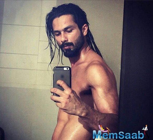 However, in the recently shared picture by Shahid Kapoor, we see Bollywood's hot hunk in a completely different avatar. Shahid decided to go shirtless as he posed in front of a mirror.