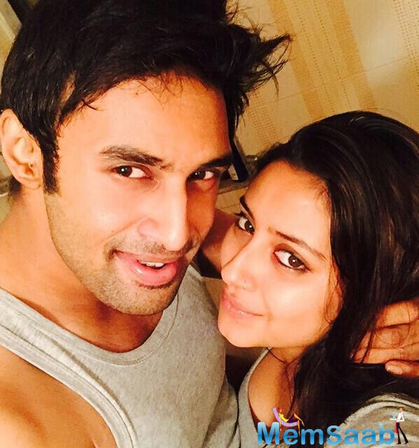 Pratyusha Banerjee, who played the role of Anandi in the popular TV serial, Balika Vadhu, committed suicide. Her body has been taken to Kokilaben Hospital.