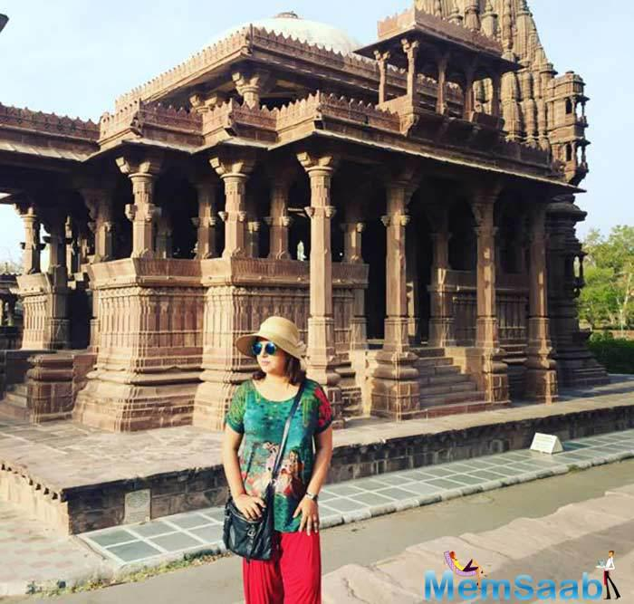 Farah posed for a picture outside an ancient monument in Jodhpur
