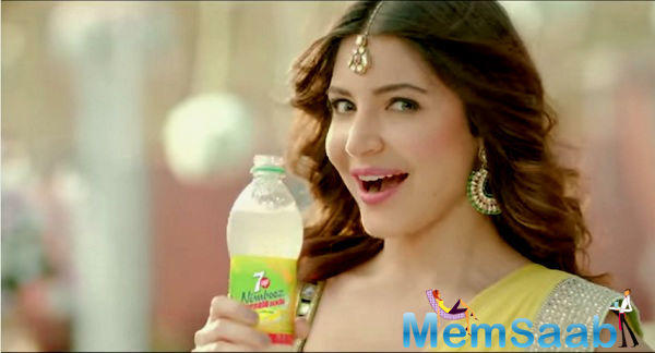 "Anushka Sharma, who is the brand ambassador of 7UP Nimbooz Masala Soda with tagline ""Asli Nimbu Maar Ke"", shares that she knows the perfect way to deal with them."