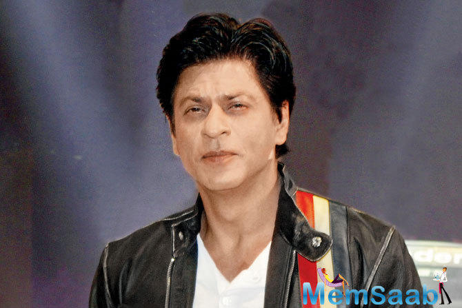 Shah Rukh Khan, who  is busy promoting his new film Fan, doesn't want to direct a film. It's a 'lonely Job'