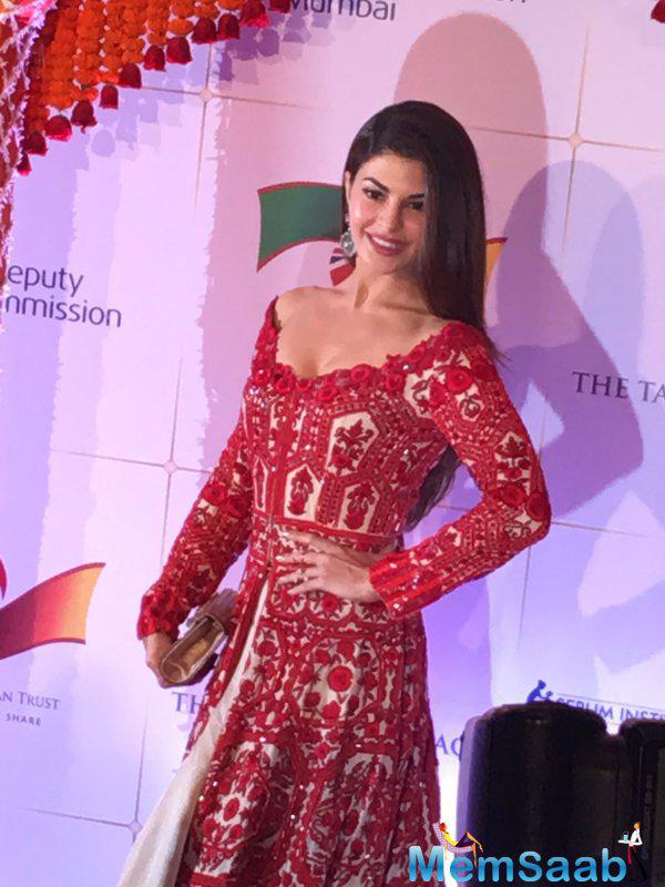 Jacqueline Fernandez looks fabulous in red for Will And Kate's Bollywood Gala