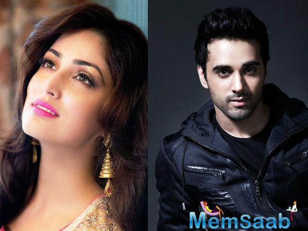 Pulkit Samrat has denied rumours that he is staying with his 'Sanam Re' co-star Yami Gautam.