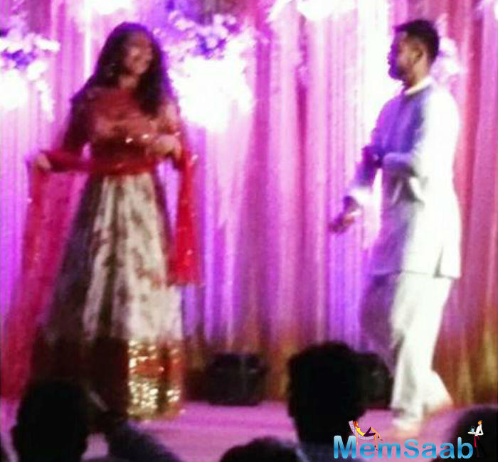 Virat danced with Sonakshi in song Saree Ke Fall Sa from the film R... Rajkumar. Oh boy! Virat matched to her perfectly.