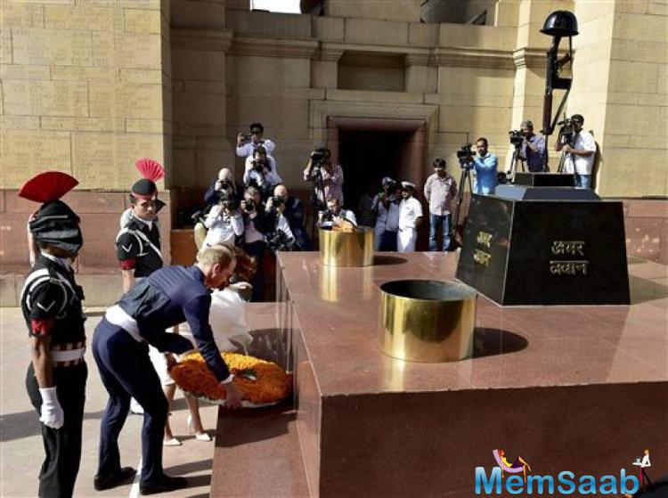 Then couple visited the India Gate here and paid homage to martrys at Amar Jawan Jyoti, a structure with eternal flames to commemorate Indian soldiers killed in the defence of their country.