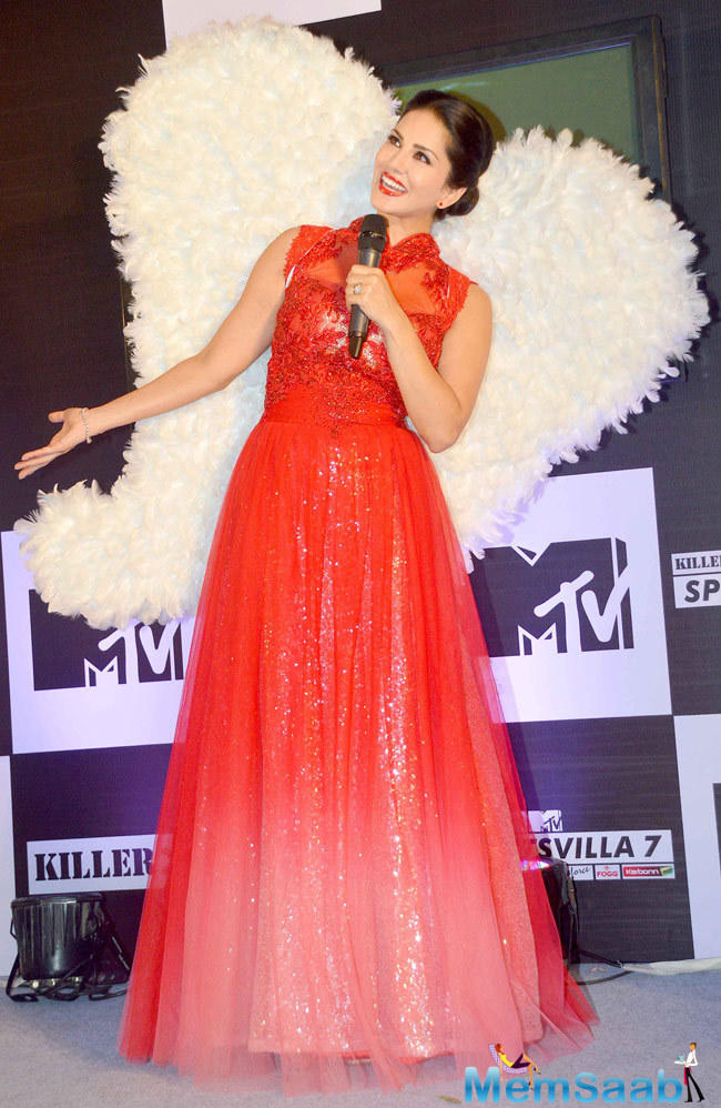 The 34-year-old actress Sunny Leone worked as a red carpet reporter for the MTV video Music Awards on MTV India who took to Twitter and mentioned that she