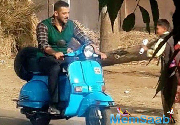 Salman Khan, currently in UP to shoot some action sequences of Sultan schedule. Salman is looking cool even riding a scooter and in the dress up of a typical villager.
