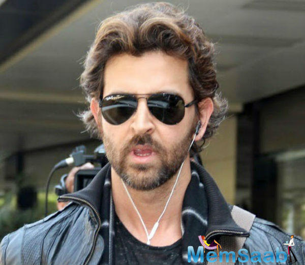 Hrithik Roshan just out his look for his forthcoming movie 'Kaabil' on his father Rakesh Roshan and Pinky's 45th wedding anniversary.
