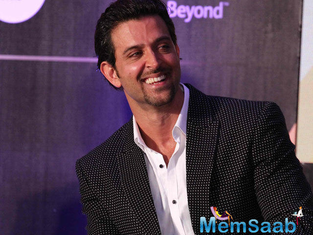 Hrithik Roshan took to his twitter handle to share some pics with his parents and family celebrating their togetherness