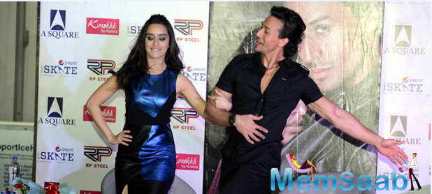 Both the stars gave a glimpse of their chemistry and camaraderie as they performed on-stage.