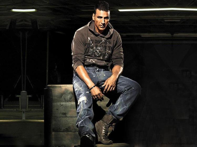 On the work front, next Akshay will be seen in the Bollywood comedy flick Housefull 3 and Tinu Suresh Desai directional film Rustom.
