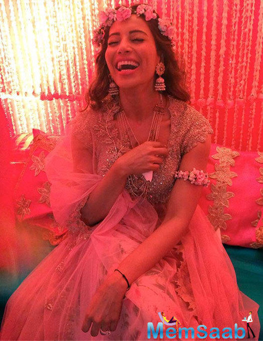 Bipasha's sister Vijayeta also shared an inside pic from the ceremony, which shows Bipasha laughing heartily