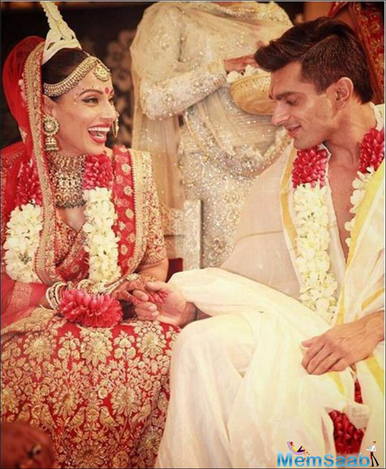The bride and the groom look at each other while performing rituals Karan and Bipasha couldn't just take their eyes off each other.