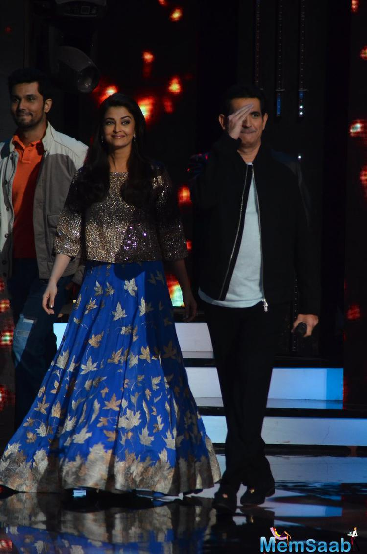 Aishwarya Rai Bachchan, Randeep Hooda and director Omung Kumar attented popular talent show 'Sa Re Ga Ma' to promote their forthcoming film 'Sarbjit'.