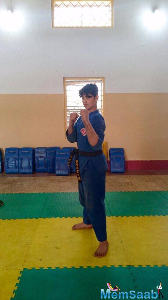 Father Akshay, who is popular for his expertise in martial art, took to his twitter site a pic and tweeted, 'Its a #SonDay all d way!After 9 yrs of training my son got his 1st degree black belt in Kudo.