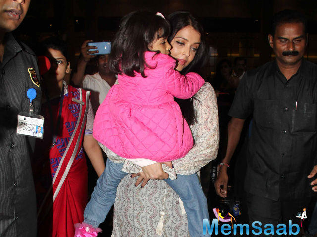 Aishwarya flies Home with Aaradhya, she wore a printed maxi and dressed Aaradhya in denims and a pink jacket