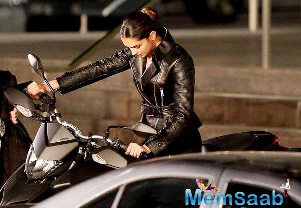 See the sexy Serena Unger aka Deepika, sporting a biker suit teaming it with a leather black jacket and her hair neatly pulled back in a roll.