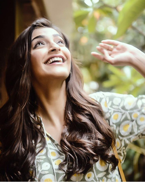 Sonam Kapoor attended a special showing of the Nil Battey Sannata in a gorgeous dress by The Jodi Life. The actress shared a lovely photo on her social media.