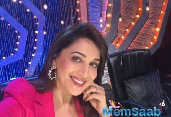 Madhuri Dixit choreographed all the contestants  on a very special dance form created by her called chavani, atthani and rupaiya.