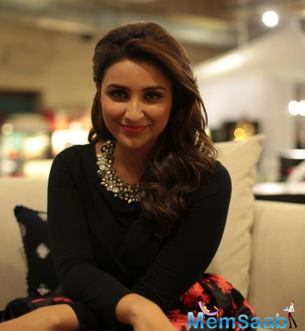 Parineeti Chopra will dance with Varun Dhawan in the song, Parineeti is currently shooting for the item number at Mumbai's Mehboob Studio.