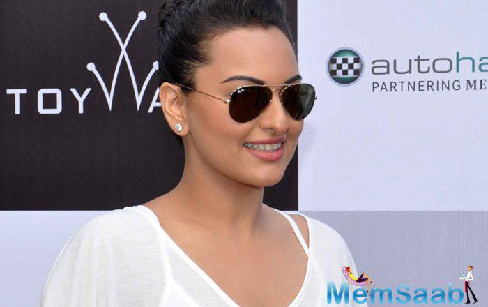 We all saw the poster of  Sonakshi Sinha Upcoming flick Akira, in this pic we found, Sonakshi with a scar near her right eye.