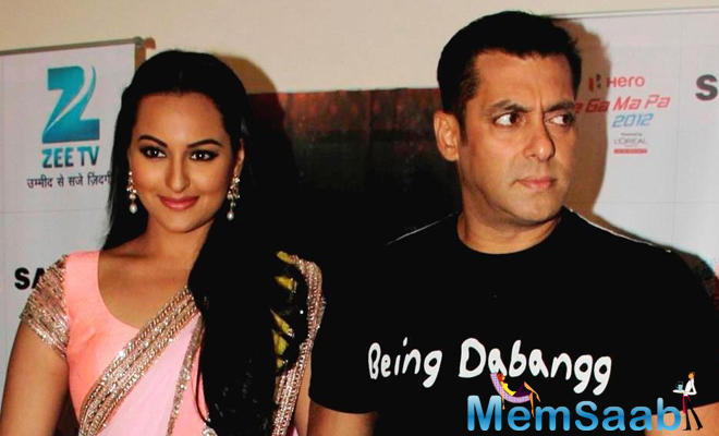 Salman avoid Sonakshi in award function according to the report Salman was in no mood to even pose with Sonakshi .