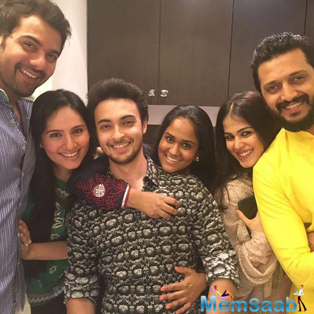The family was later joined in by Riteish-Genelia Deshmukh and several other close friends from the industry.