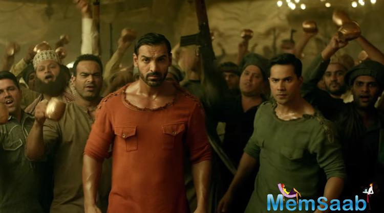 If Varun Dhawan and John Abraham coming together in one film was not enough, we have got some additional eye candy in Dishoom.Akshay hippy looks with a ponytail . We even see the actor riding a jet ski wearing…. Ain't it a cool look?