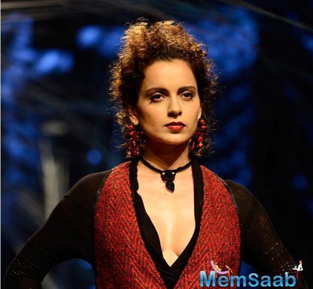 Kangana, who'll soon be seen alongside Shahid Kapoor and Saif Ali Khan in period romance drama film 'Rangoon', dazzled the runway with her flawless walk.