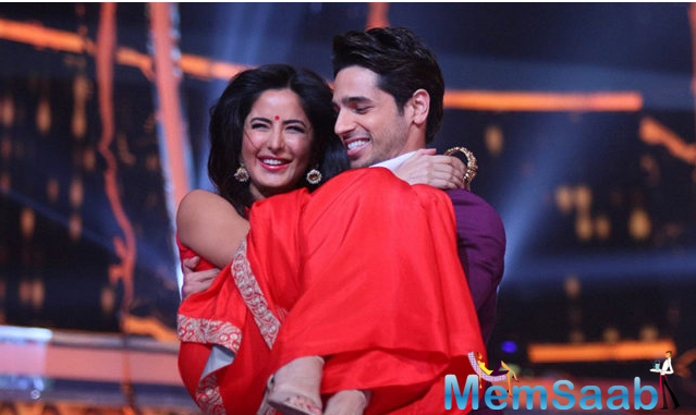 Sidharth Malhotra and Katrina Kaif took their film 'Baar Baar Dekho' to Jhalak Dikhhla Jaa for promotions. The film is scheduled for a worldwide release on 9 September 2016