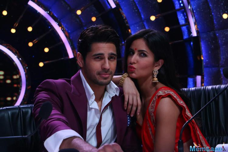 Soon enough, the show's judges and host also joined the two on stage and shook a leg and promote Baar Baar Dekho's peppy number Kala Chashma on the episode.