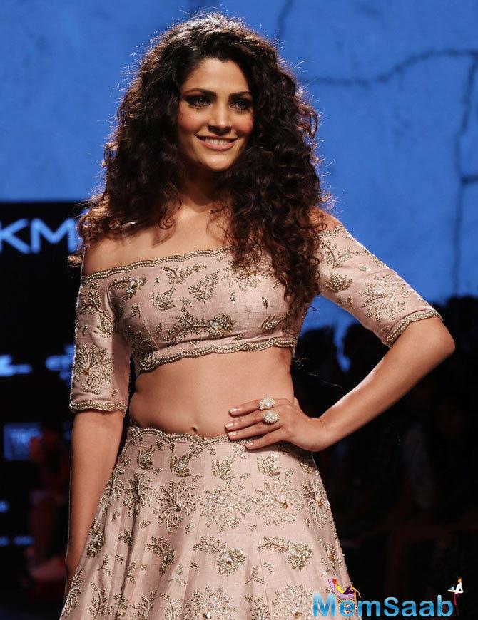 Saiyami Kher, who is making her Bollywood debut with Rakeysh Omprakash Mehra's Mirzya, said she would love to share screen space with megastar Amitabh Bachchan in future.