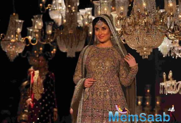 Kareena dressed in a heavily embroidered olive green lehenga and a kurti patterned choli with dupatta on her head looked every inch of a regal bride. She also says her pregnancy can never be a hindrance in anything.