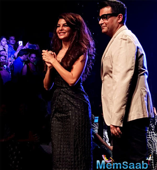 Acclaimed designer Ashish N Soni's collection Jacqueline Fernandez amped up the glamour quotient on Day 4 of the Lakmé Fashion Week 2016 was a hair-raising experience
