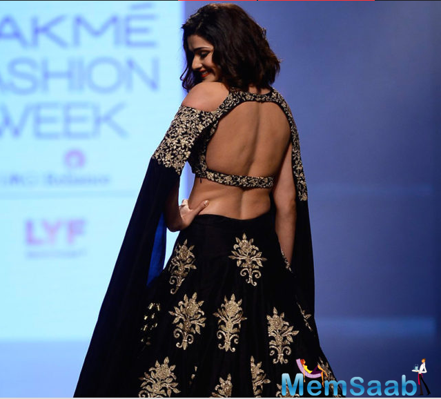 Bollywood actress Prachi Desai looked stunning as she walked down the ramp. Prachi Desai made for a breathtaking sight wearing a cold shoulder blouse with an elaborate lehenga.