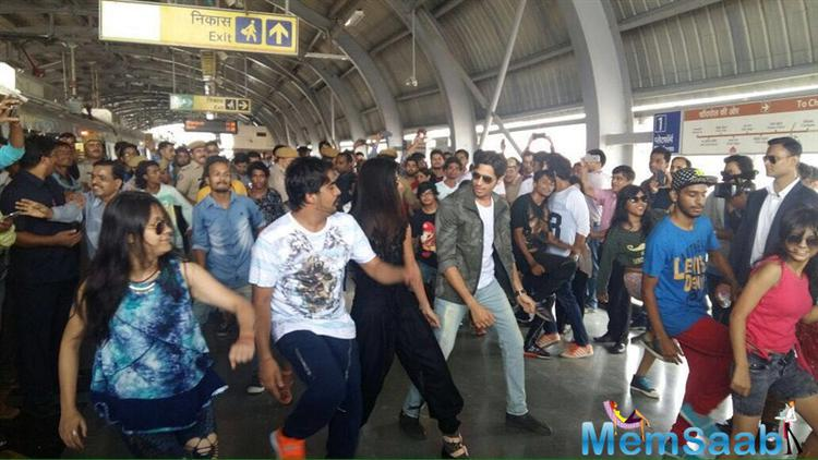 The movie Baar Baar Dekho has a unique and very unusual storyline. The promotion went a notch ahead when Katrina and Siddharth led a flash mob on popular track Kala Chashma at a metro station in Jaipur.
