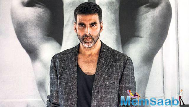 After delivering film Rustom ,Akshay is all hurt and injured.He clarified that the arm sling was just his look for a particular scene from the film, much to the delight of his frantically worried fans.