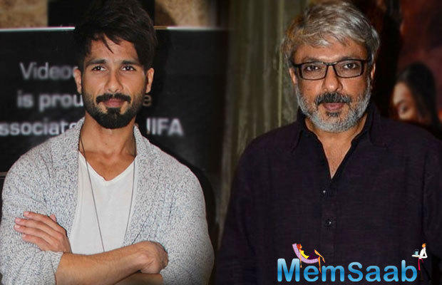 Added to this, to complete the look, the 35 years Shahid had kept a thick beard and hash-tagged the post,