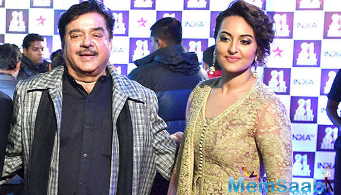 Shatrughan is all praise for Atul Kulkarni, who essayed the role of Sonakshi's father in the film. He also heaped praise on the film's director A.R. Murugadoss.
