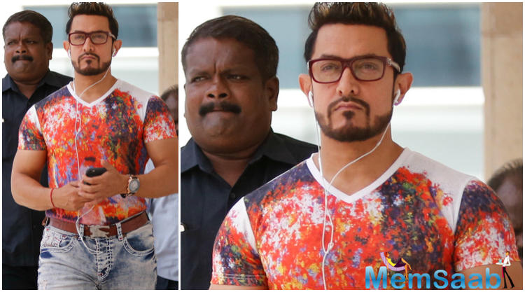 The 51 year Aamir , sporting this new look, was snapped as he stepped out with Big B, Kareena Kapoor Khan, and Farhan Akhtar to support Global Citizen's event.