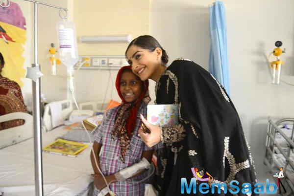 The pretty actress has also visited the paediatric section of the hospital and spoke to children and their parents.