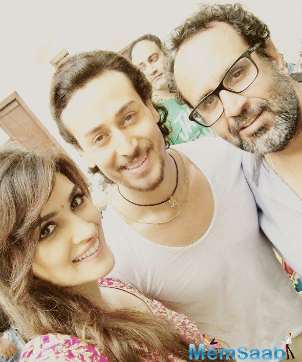 Sharing this pic, Kriti took to Twitter , Tiger and Rai from the set here.